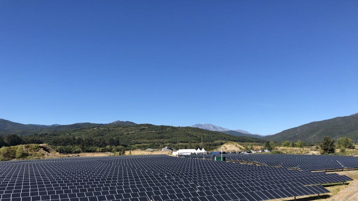 Giuncaggio : inauguration de la plus grande centrale photovolta�que avec stockage jamais r�alis�e en Corse